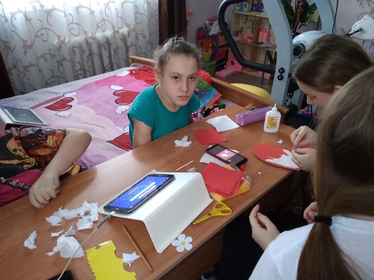 #Маминдень@vol_we ➖➖➖➖➖➖➖➖➖➖➖➖➖➖  ✨ Волонтёры делают с детьми подарок для