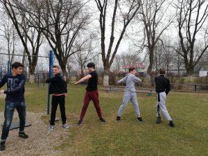 Зарядка, бег, занятия на тренажёрах, активные игры,