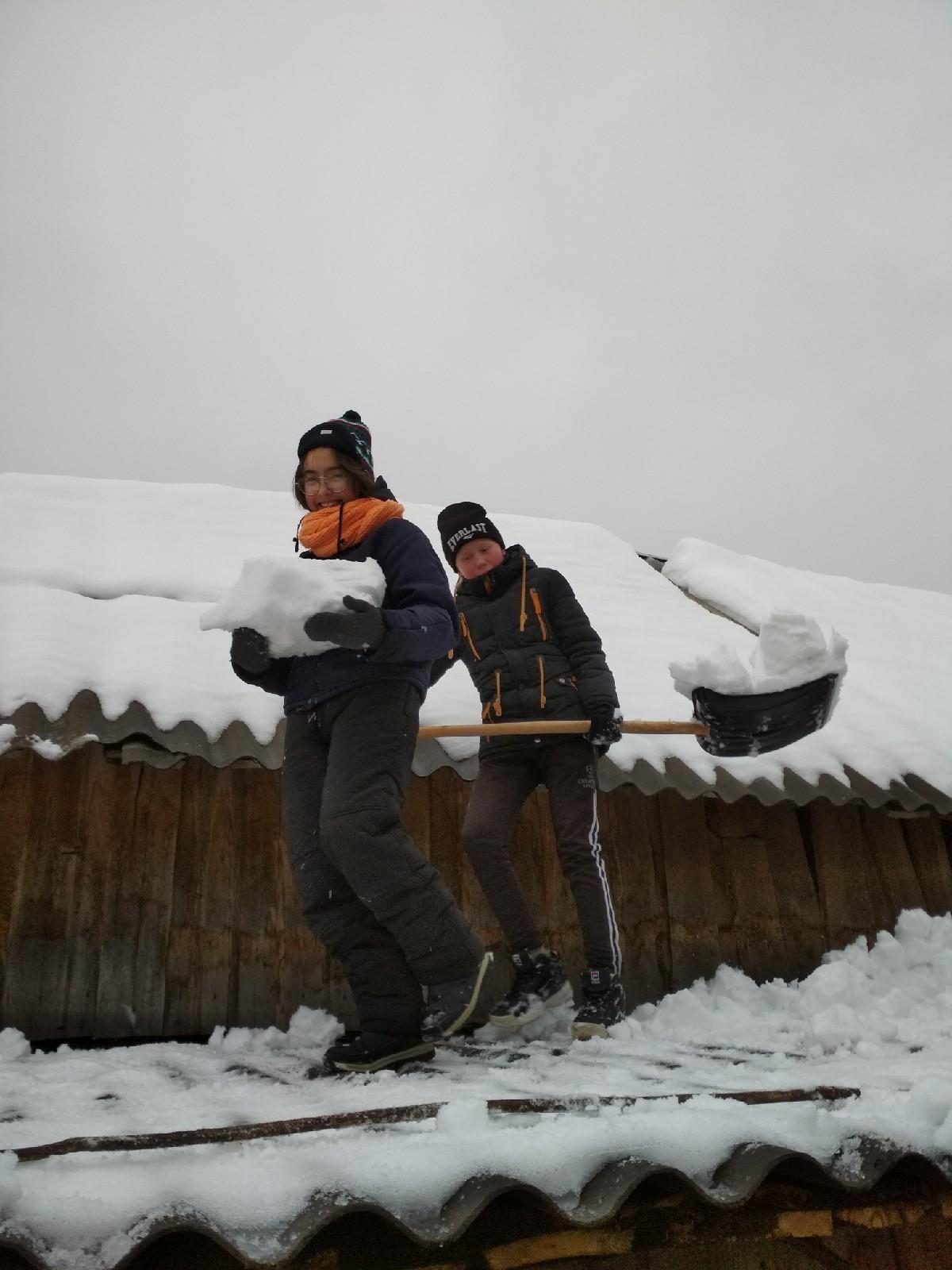 #Акция@volonter_kizner  ❄Акция «Долой снег!»❄  ☃️Сегодня, 19 января, волонтёры отряда