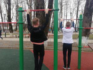 Здоровый образ жизни!  Волонтёры занимаются спортом чтобы быть