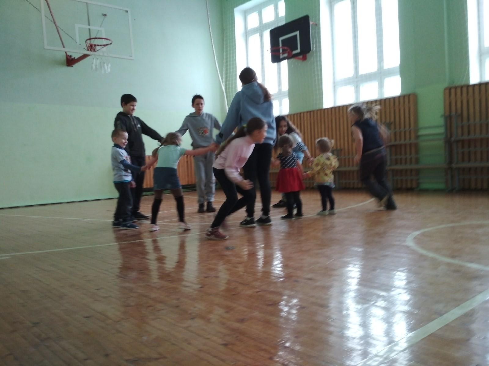 #Акция@volonter_kizner  ⚽️Акция «Вместе веселее!»⚽️  ♂️19 марта волонтёры Безменшурского волонтёрского